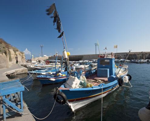 Piccoli pescherecci nel porto